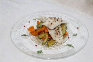 филе судака на подушке из печеных овощей